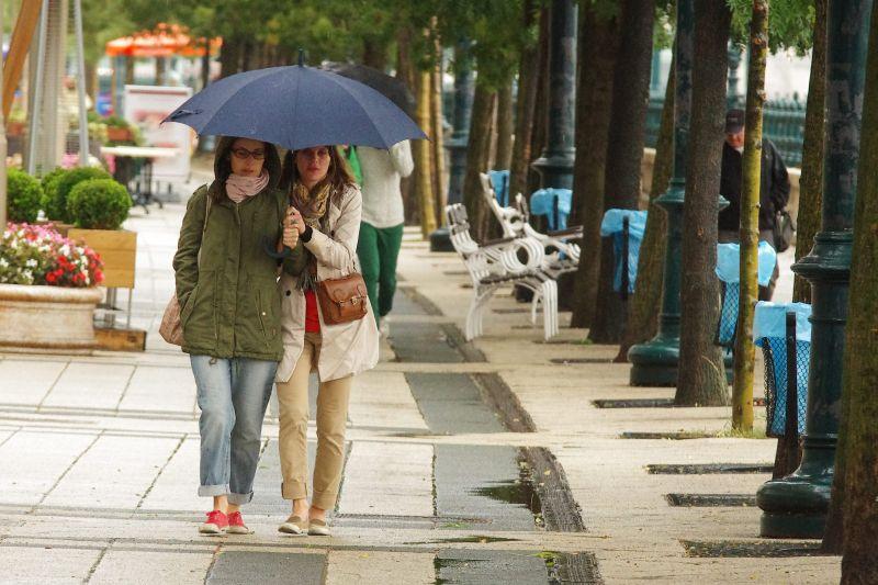 Hűvös, felhős, esős napok jönnek, de hétvégére újabb meglepetést tartogat az időjárás