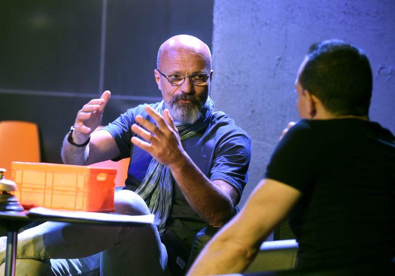 Gyorsul a járvány, megszólalt Zacher Gábor: Zárt térben kötelezővé kellene tenni a maszkviselést