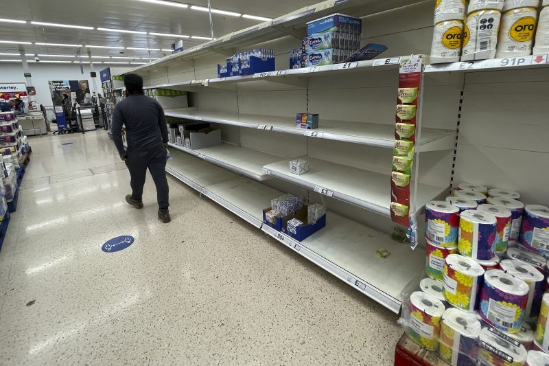 Kamionsofőrök hiányában áruhiány lépett fel a brit szupermarketekben