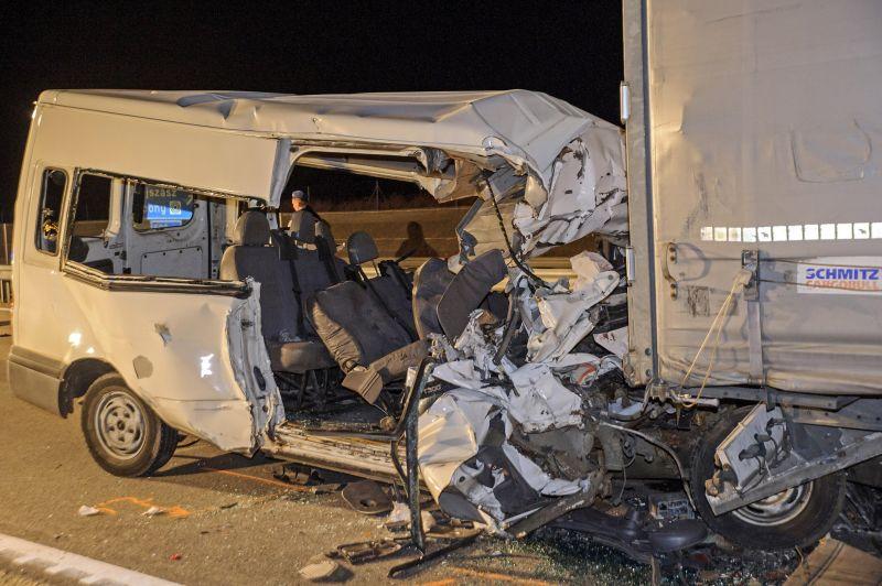 Tragédia a M4-esen: öt ember halt meg egy balesetben Abonynál