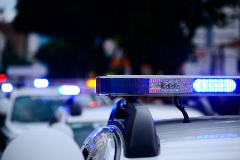 """""""Engem ezért lecsuknátok"""" – Fényes nappal szexelt egy rendőr a szolgálati autóban, egy járókelő levideózta"""