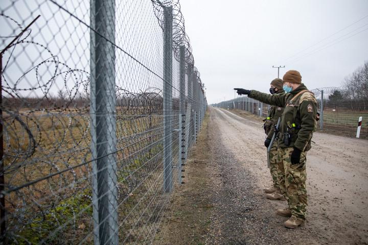 Cseh rendőrök érkeznek a magyar határra