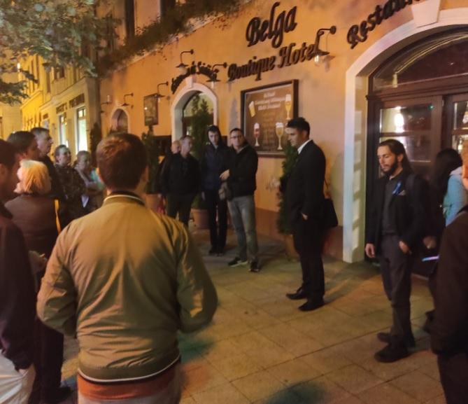 Kiküldték Márki-Zay Pétert és Pálinkás Józsefet Debrecen egyik kedvenc étterméből