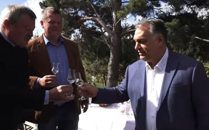 """Orbán: """"Szabad ország, szabad pálinka!"""""""