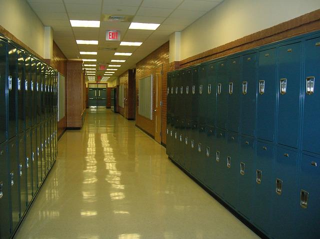 Egy kazincbarcikai iskolából oltatlan diákokat küldtek haza