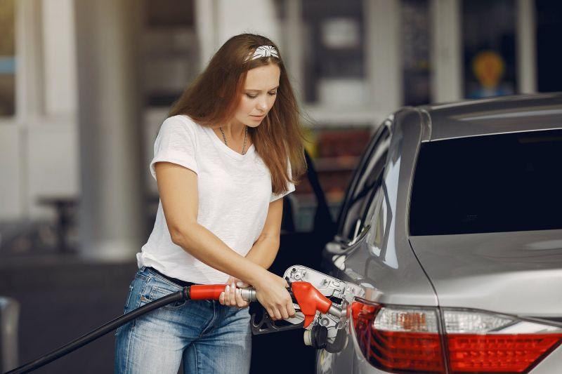 Egekbe szökik a benzin ára pénteken