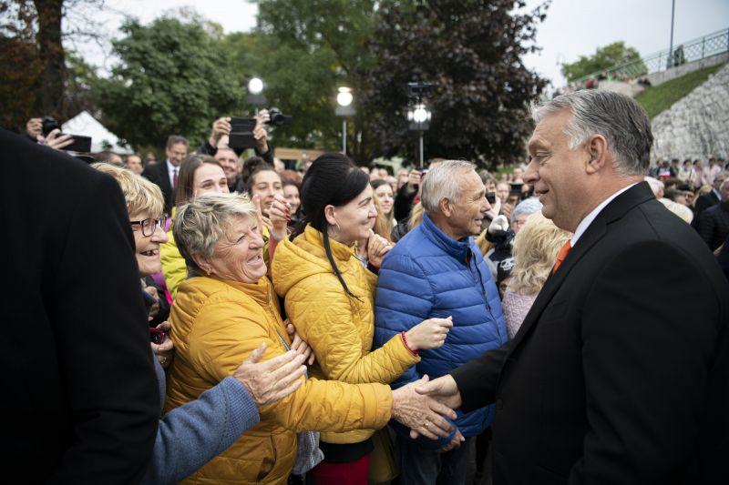 Orbán Viktor akkora harcot hirdetett, hogy már csak fogjuk a fejünket