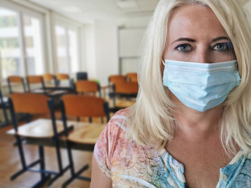 Egyre nagyobb problémát kezd okozni a koronavírus az iskolákban