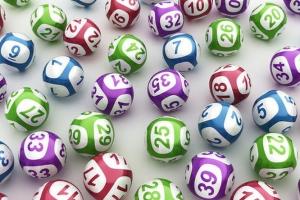 Mázlisták! Négyen nyertek milliárdos összeget tavaly a lottón