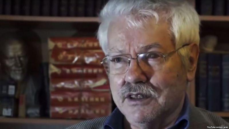 Belehalt sérüléseibe a megvert orosz újságíró
