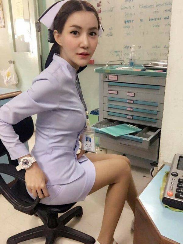 Túl szexi egyenruhája miatt rúgták ki a nővérkét